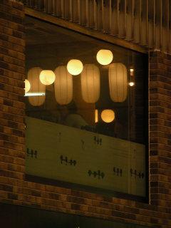 写真20080715b: 窓に映る提灯