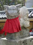 前掛けを着けた狛犬・右20110203p1150889b